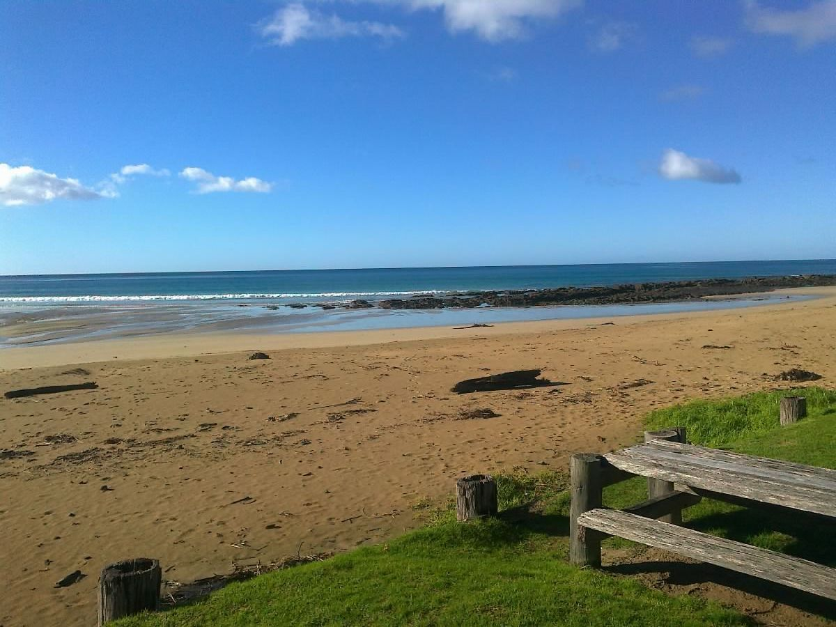 The beach under a blue sky at Wye River